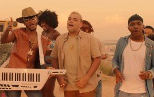 """Rennan da Penha, BR da Tijuca e DJ Cabelão do Turano se unem no clipe de """"Pisadinha da Penha"""""""