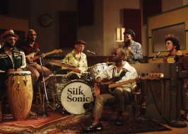 "Bruno Mars e Anderson .Paak divulgam single e clipe da romântica ""Leave the Door Open"""