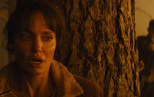 """Angelina Jolie protagoniza fuga insana no trailer de """"Aqueles Que Me Desejam a Morte"""""""