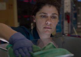 """""""O Trabalho Dela"""": novo teaser de filme greco-francês revela reviravoltas na vida de faxineira"""