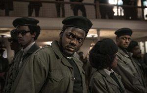 """H.E.R. lança novo clipe de """"Fight For You"""" com cenas do filme """"Judas e o Messias Negro"""""""