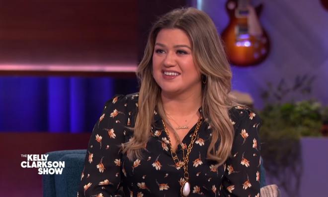 No The Kelly Clarkson Show, cantora tem um quadro no qual interpreta faixas de outros artistas (Reprodução)