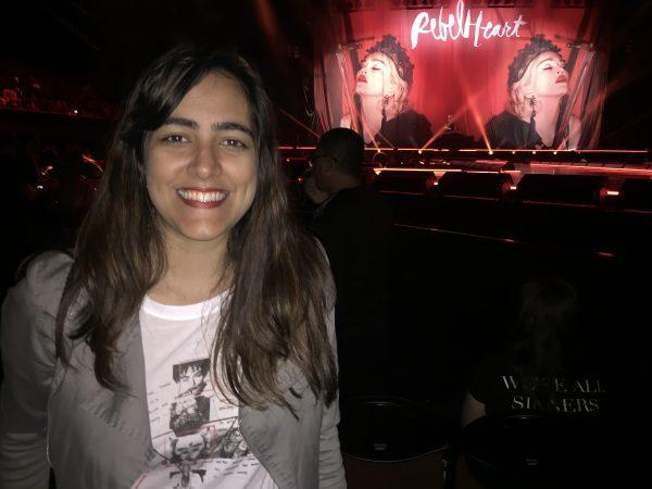 Mariana Lins durante apresentação de Madonna em Los Angeles, em 2016 (Foto: Acervo Pessoal)
