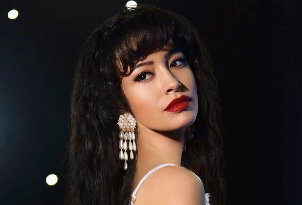 Christian Serratos vive Selena Quintanilla na produção (Divulgação)