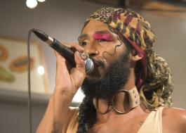 "Siamese libera performance intimista da faixa ""Overdose"""