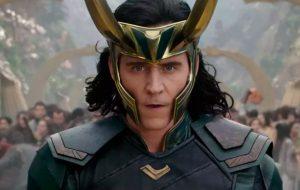"""Tom Hiddleston comenta significado do logo de """"Loki"""" e fala sobre a trajetória no papel do vilão"""