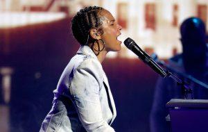 "BBMAs 2021: Alicia Keys revisita clássico ""Songs In A Minor"" 20 anos depois; assista ao medley"