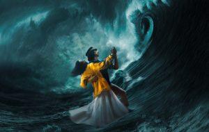 "Adam Driver e Marion Cotillard enfrentam mar tempestuoso no pôster de ""Annette"""