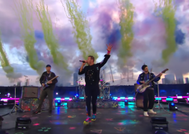 "BRIT Awards: Coldplay dá início à premiação com performance de ""Higher Power"""