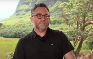 """Colin Trevorrow fala sobre conexões dos filmes de """"Jurassic World"""" com a série """"Acampamento Jurássico"""""""