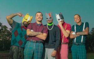 """Mad Dogz, Mc Don Juan e Montero se divertem jogando golfe no clipe de """"Paula"""""""