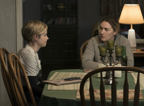 """Angourie Rice e Kate Winslet em cena tensa de """"Mare of Easttown"""", na HBO (Foto: Divulgação)"""