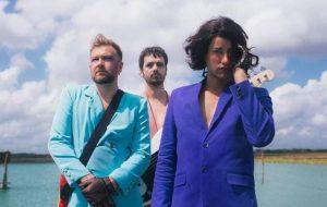 """Os Amantes, banda com Jaloo e Strobo, lança o dramático single """"Linda"""""""