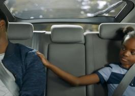 """Kevin Hart precisa aprender a ser pai solo no trailer de """"Paternidade"""", drama da Netflix"""