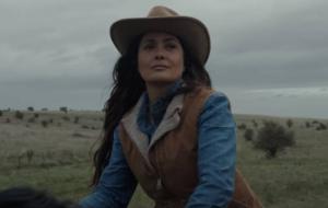 """Salma Hayek revela reação ao ser convidada para o elenco de """"Eternos"""": """"Foi um choque absoluto"""""""