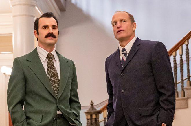 Eles interpretam o advogado G. Gordon Liddy e o espião E. Howard Hunt, respectivamente (HBO / Divulgação)