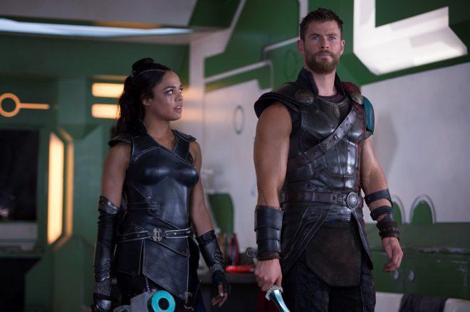 O novo filme promete os retornos de Tessa Thompson e Chris Hemsworth (Jasin Boland / Marvel / Divulgação)