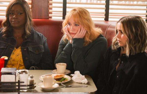 Retta, Christina Hendricks e Mae Whitman interpretam as protagonistas (Reprodução)
