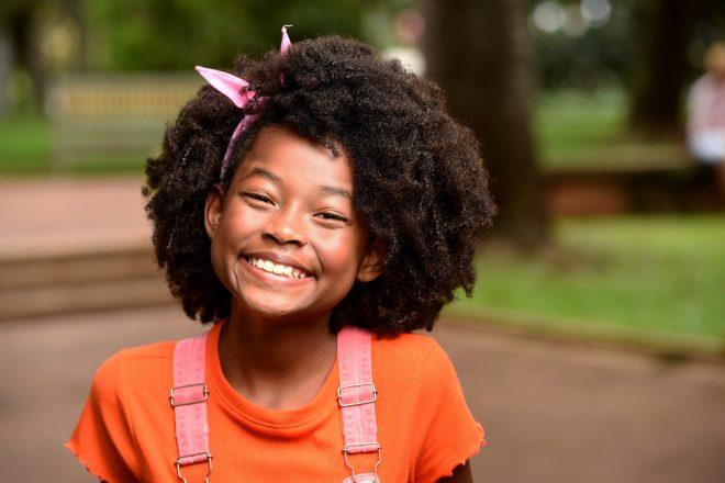 Emilly Nayara interpreta a garotinha (Reprodução)