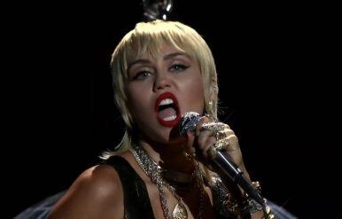 Miley Cyrus lança cover do Metallica