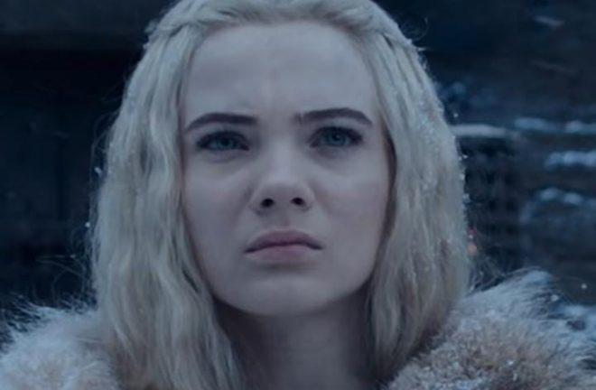 Freya Allan interpreta a personagem (Reprodução)