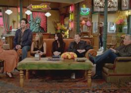 """""""Friends"""": elenco visita set e canta """"I'll Be There For You"""" no programa de James Corden"""