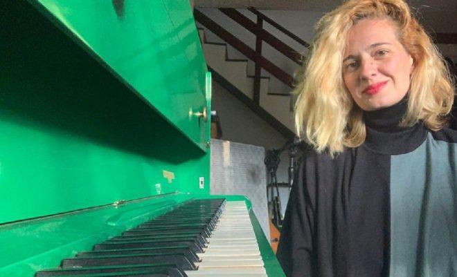 """Em fevereiro, cantora lançou versões alternativas de músicas de """"Letux aos Prantos"""" (Reprodução)"""