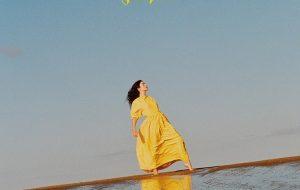 """Lorde anuncia turnê e pré-venda do disco """"Solar Power""""; já conhece a tracklist?"""