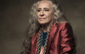 """Maria Bethânia celebra 75 anos com anúncio de """"A Flor Encarnada"""", novo single"""