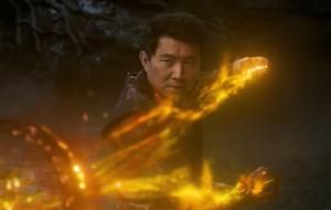 """Poderoso trailer de """"Shang-Chi e a Lenda dos Dez Anéis"""" destaca conexões familiares do herói"""