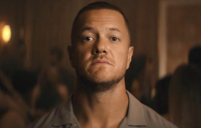 Dan Reynolds é o protagonista do vídeo (Reprodução)