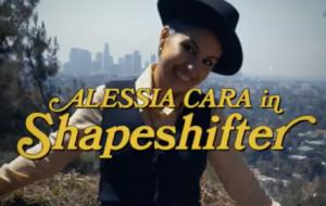 """Alessia Cara encarna investigadora particular em prévia de """"Shapeshifter"""", novo clipe"""