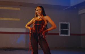 """Tinashe coloca todo mundo para dançar no clipe de """"Bouncin"""""""