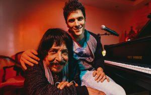 """Rodrigo Vellozo canta para a filha na emocionante """"Aurora"""", composição de Benito di Paula"""