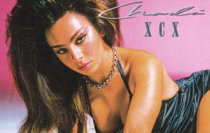 Charli XCX anuncia lançamento para 2022 com publicação misteriosa