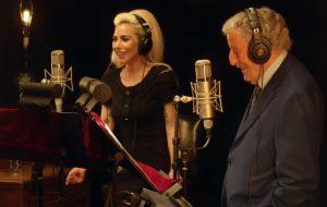 """Lady Gaga e Tony Bennett lançam caloroso registro audiovisual de """"I Get A Kick Out Of You"""""""