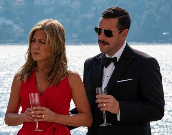 A expectativa é que Jennifer Aniston e Adam Sandler reprisem seus papéis (Netflix / Divulgação)