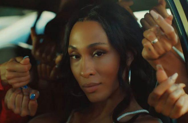 Ela assina os trabalhos musicais como Michaela Jaé (Reprodução)