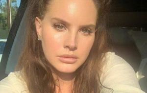 "Lana Del Rey anuncia o single ""Arcadia"" para a próxima semana"