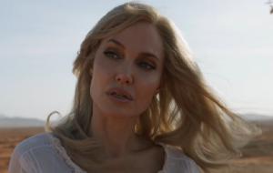 """Angelina Jolie elogia trabalho de Chloé Zhao e revela motivação para entrar no elenco de """"Eternos"""""""