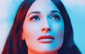 """Kacey Musgraves versa sobre fim de relacionamento no álbum """"star-crossed"""""""
