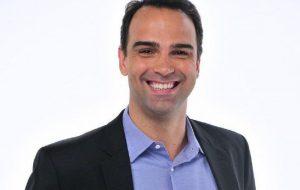 Tadeu Schmidt é convidado pela TV Globo para comandar BBB22, diz site