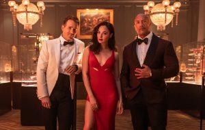 """Ryan Reynolds, Gal Gadot e Dwayne Johnson são inimigos no teaser de """"Alerta Vermelho"""""""