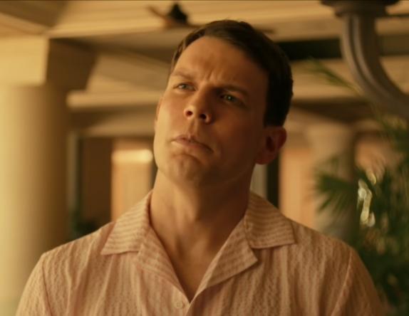 No filme, o ator deve contracenar com Maika Monroe (Reprodução / YouTube)