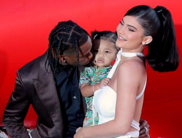 O casal já têm uma filha de 3 anos, Stormi (Foto: Reprodução / YouTube)