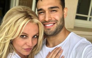 Britney Spears oficializa noivado com Sam Asghari