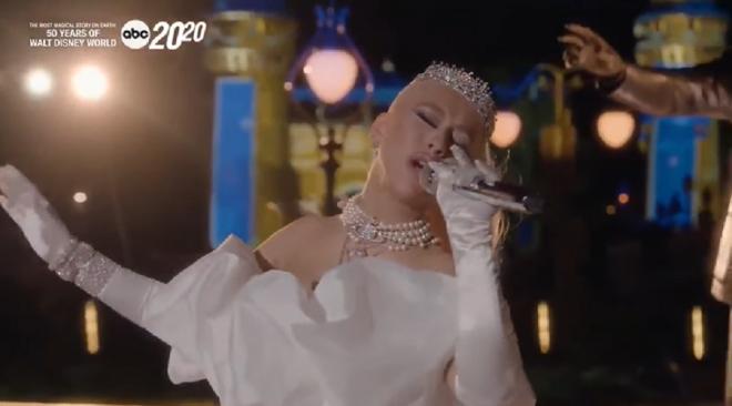 """Cantora apresentou faixas """"When You Wish Upon A Star"""" e """"Reflection"""" (Reprodução)"""