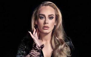 Adele brilha em capas da Vogue e fala sobre ansiedade, divórcio e disco novo
