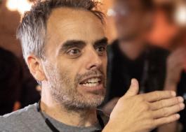 """Diretor Joel Souza fala sobre tragédia no set de filmagens de """"Rust"""""""
